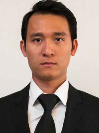 Phó Hiệu trưởng TS Đinh Văn Thành trong ban giám hiệu