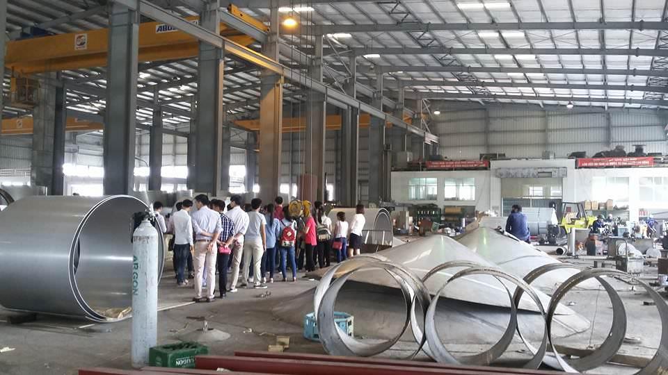 Sinh viên thăm quan nhà máy sản xuất của Tập đoàn Polyco, Hà Nội