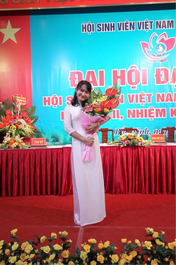 Nguyễn Thị Nga – ĐH lớp Kế Toán K5, khoa Kinh tế.