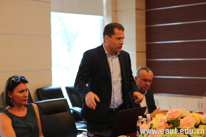Ngài Sebastian Osmolski - Đại diện Đại học Thể dục thể thao Gdansk tại Việt Nam.
