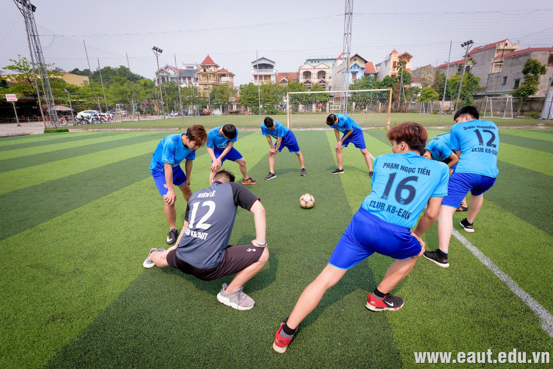 Phút luyện tập của các thành viên câu lạc bộ EAUT FOOTBALL CLUB