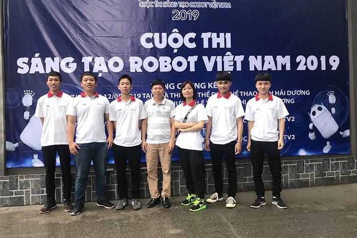 Đội tuyển Robocon Trường Đại học Công nghệ Đông Á tham gia cuộc thi Sáng tạo Robot Việt Nam 2019