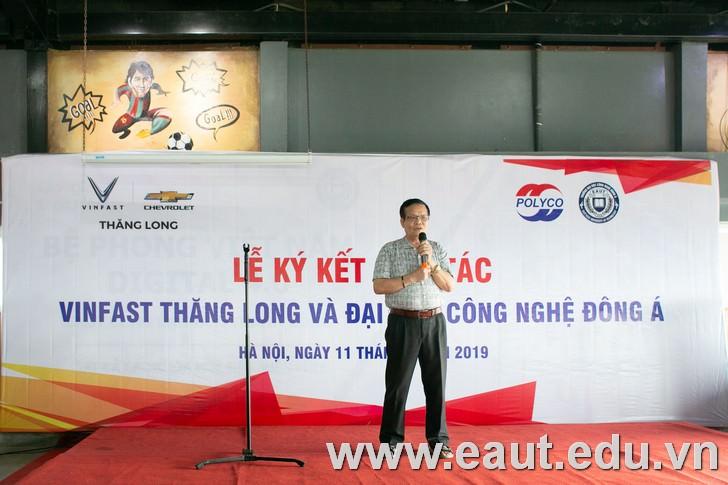 TS. Nguyễn Văn Chung - Phó Hiệu trưởng nhà trường phát biểu tại buổi lễ