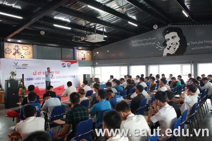 """Sáng ngày 09/11/2019, """"Lễ ký kết hợp tác Đại học Công nghệ Đông Á và Vinfast Chevrolet Thăng Long"""" đã diễn ra tại Trường Đại học Công nghệ Đông Á"""
