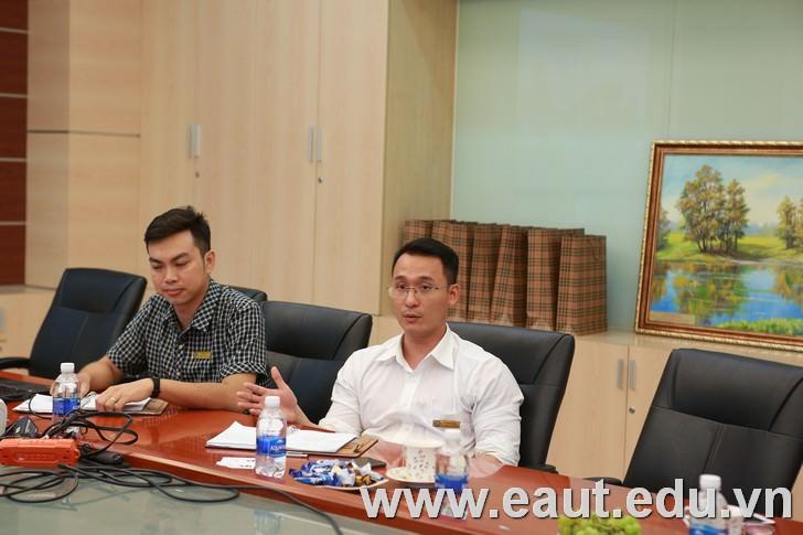 TS. Đinh Văn Thành - Phó Hiệu trưởng trao đổi thông tin Du học Anh và phương thức hợp tác các chương trình Đự bị Đại học, Đại học dành cho học sinh Việt Nam.