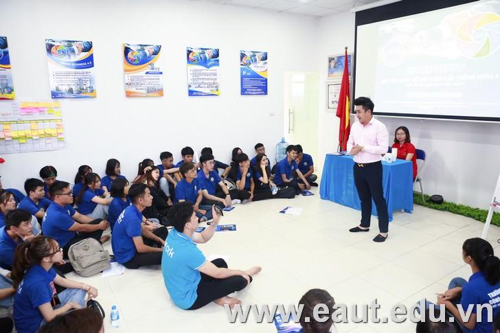 """Buổi học trải nghiệm """"Bí quyết tạo ấn tượng trước nhà tuyển dụng trong phỏng vấn"""" với Mr John Nguyễn tại I Work Group."""