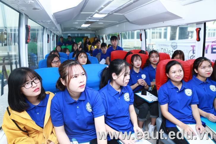 Hành khách đã yên vị trên chuyến xe học thực hành với chuyên gia Google
