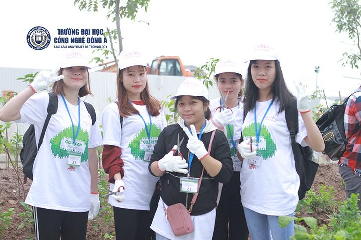 Sinh viên Đại học Công nghệ Đông Á tham gia ngày hội trồng cây AEON MALL