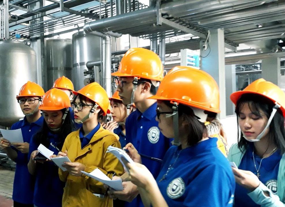 Kiến tập tại Nhà máy bia Sài Gòn - Hà Nội.