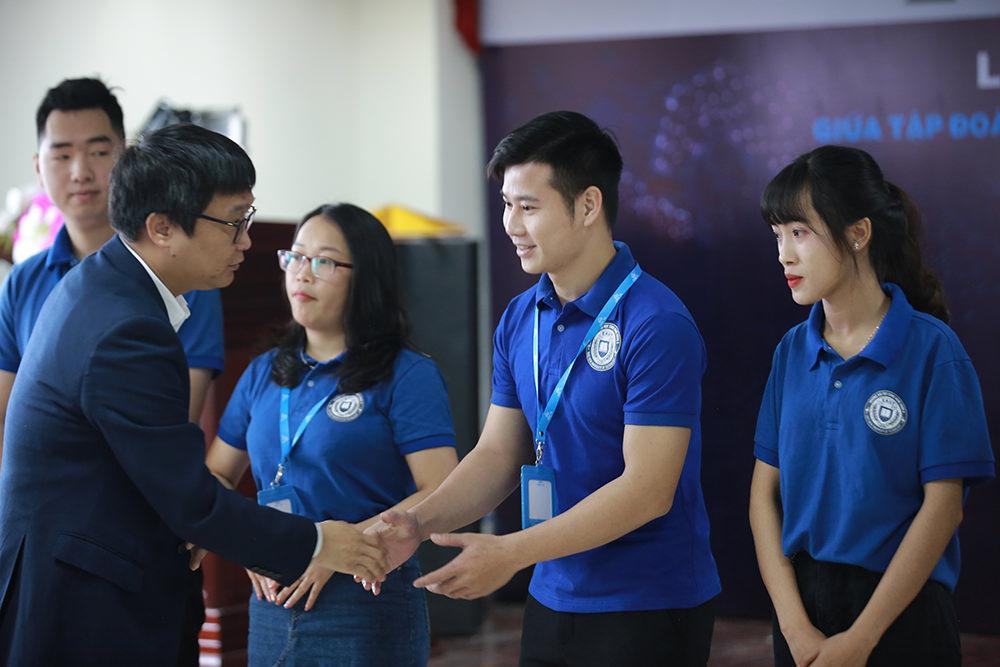 Gương mặt sinh viên xuất sắc thuộc ngành Công nghệ thông tin và khối ngành kinh tế của trường nhận cơ hội làm việc tại CMC TS