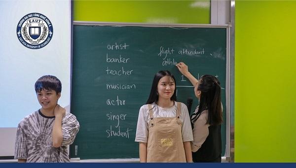 Sinh viên tham gia khóa học Tiếng Anh của EAUT